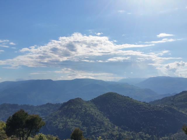 Le plateau de Gréoliere couronné, depuis Levens